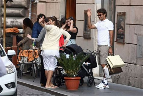Roger Federer Out with Family - Zimbio