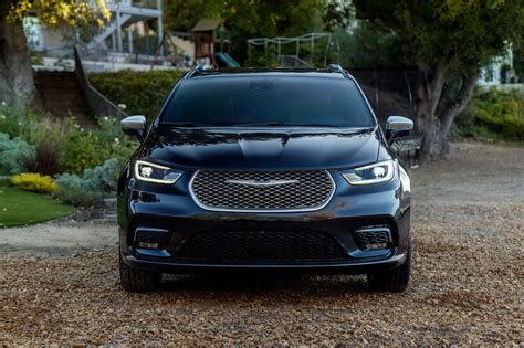 2021 Chrysler Pacifica Adds AWD and a Redesign, Debuts in